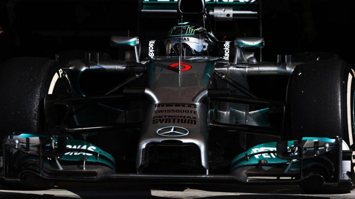 Los autos del equipo Mercedes serán de color negro en la vuelta de la F1