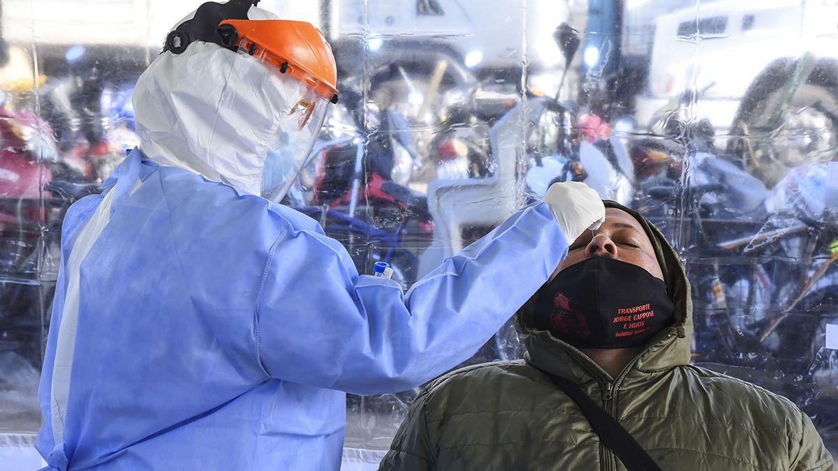 Controles de coronavirus en el Mercado de Rosario.