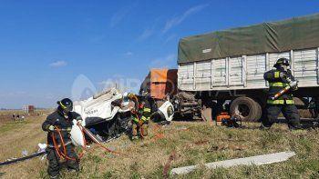 Bomberos rescataron a un camionero que quedó atrapado tras un choque en cadena
