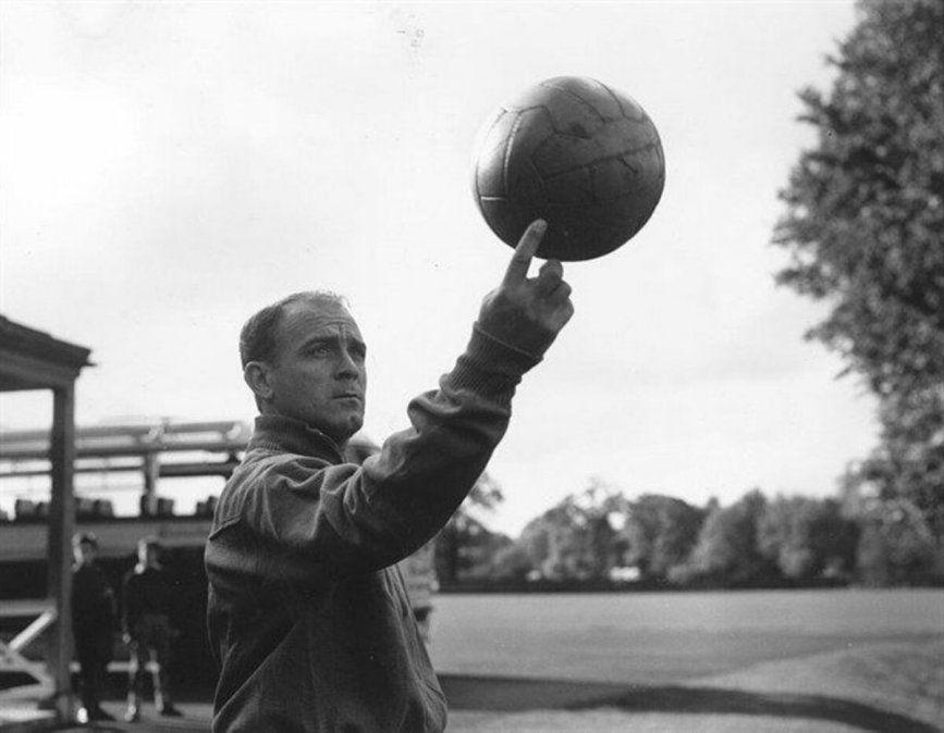 Alfredo Di Stéfano cumpliría 94 años en el día de hoy. Es considerado uno de los mejores jugadores de todos los tiempos.