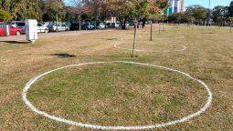 Rosario avanza con el uso de círculos de distanciamiento social en sus parques y plazas