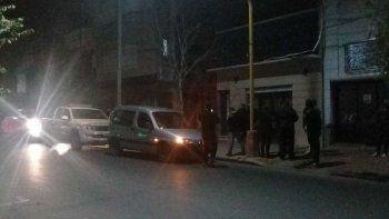Los jóvenes debieron dejar el lugar ante la llegada de inspectores de la Secretaría de Control de la Municipalidad y agentes de la Guardia de Seguridad Institucional (GSI).