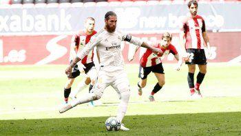 Real Madrid venció con polémica al Athletic Club y se acerca al título