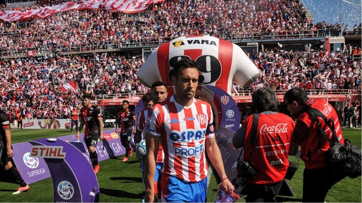 Corvalán se solidarizó con los jugadores en la dificultad de la vuelta al fútbol