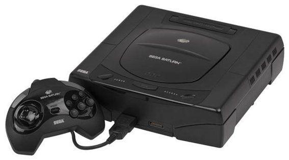 Con un aspecto futurista, la SEGA Saturn salió al mercado el 7 de julio de 1995 en Europa.