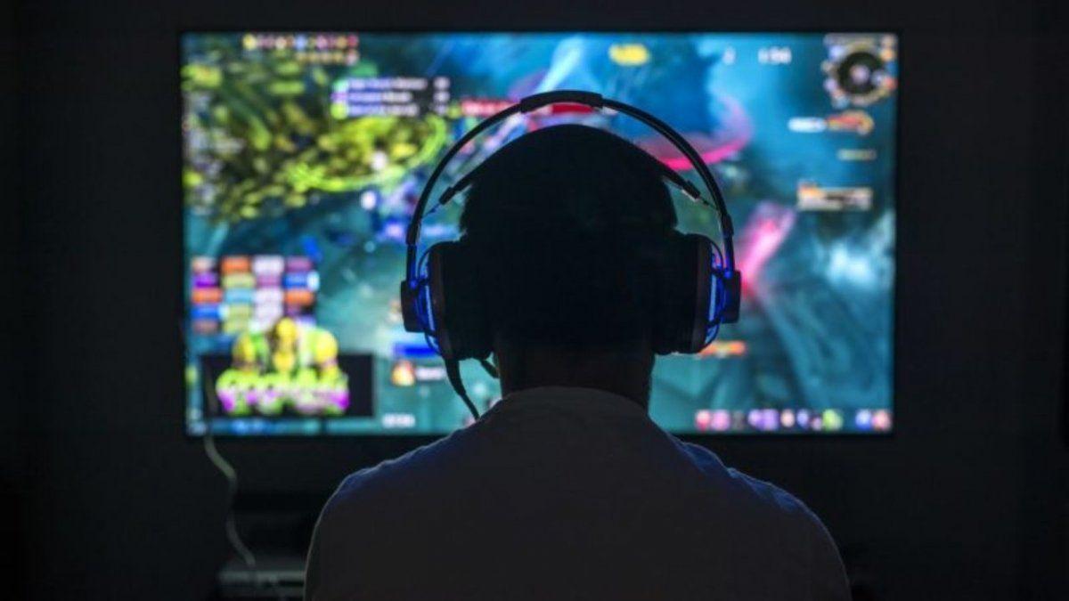 Sufrió un derrame cerebral por jugar 22 horas al día a los videojuegos.