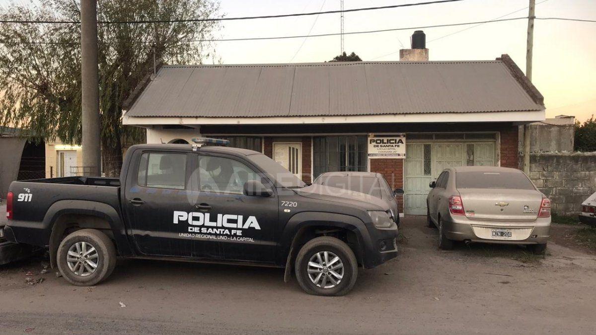 Las puertas de la comisaría permanecerán cerradas hasta que se confirme el resultado del efectivo.