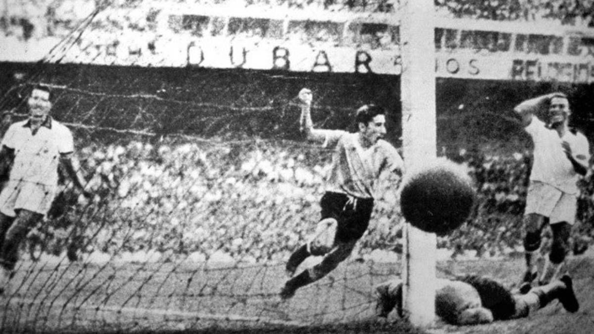 Alcides Ghiggia festeja el gol definitivoante Brasil
