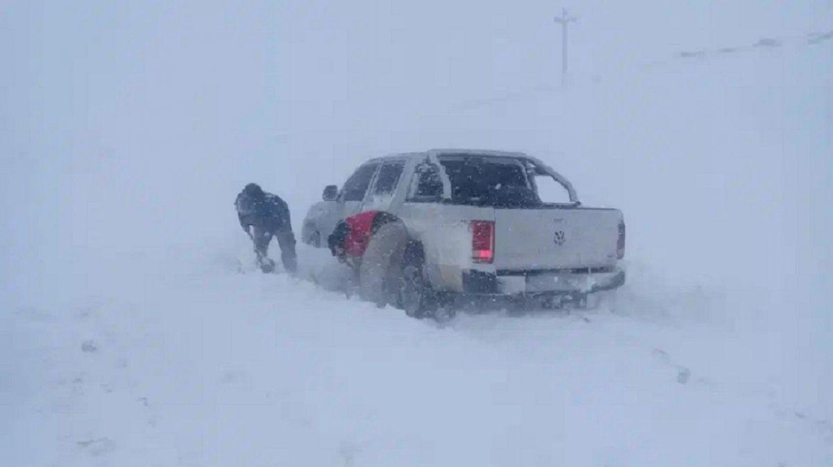 La acumulación de nieve en la Región Sur motivó el cierre de la ruta 23. Gentileza: Vialidad Nacional