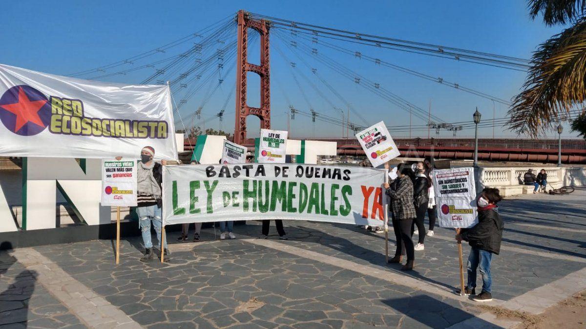 Manifestantes ecologistas reclamaron en Santa Fe por la ley de Humedales