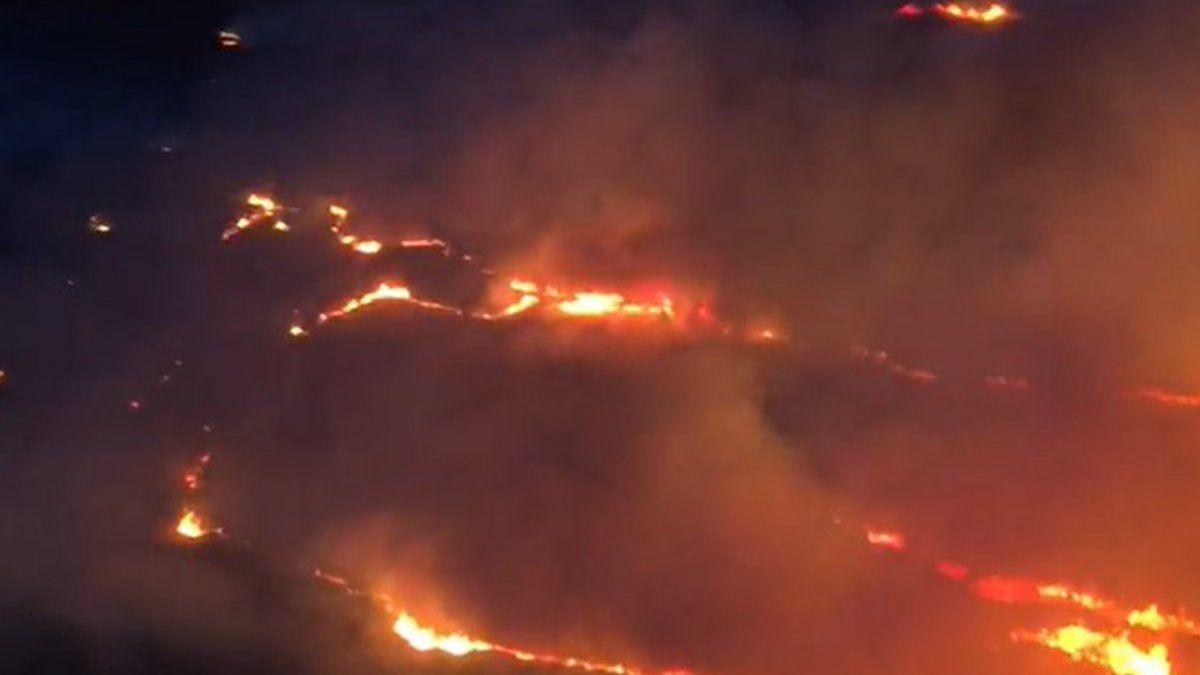 Una de las imágenes de los incendios en la zona cercana al túnel que se grabó desde un helicóptero.