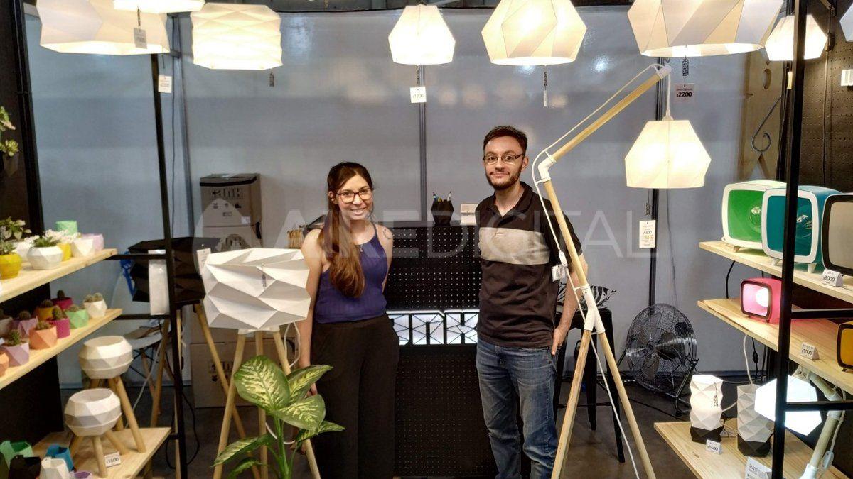Rocío y Ariel son una joven pareja santafesina que lleva adelante Tank.Crean lámparas y objetos de decoración mediante impresiones 3D