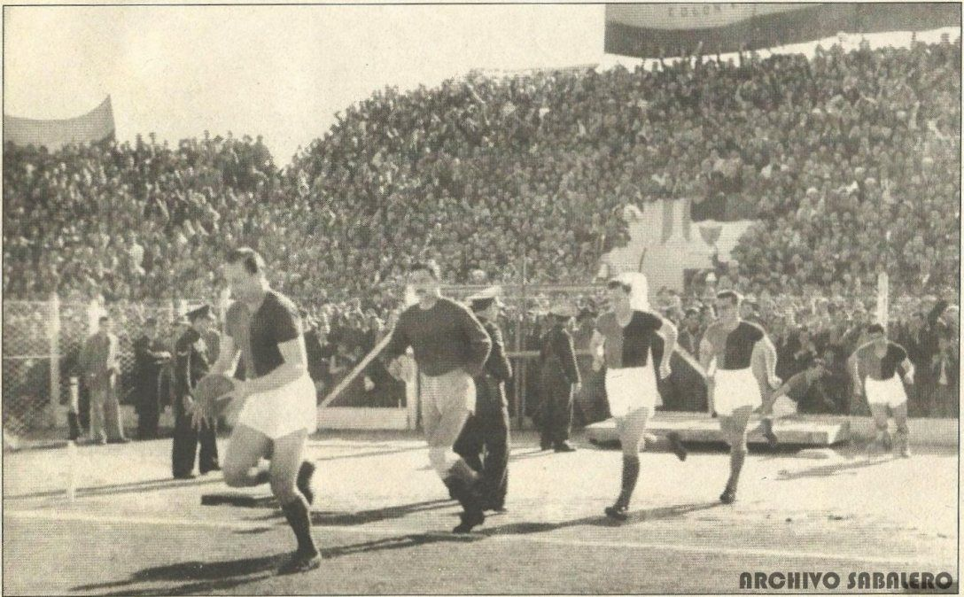 El once sabalero sale al Estadio de Barrio Centenario para disputar el clásico ante Unión. Foto: @ArchivoSabalero
