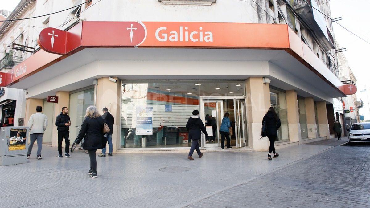 El Banco Galicia de San Martín y Primera Junta.