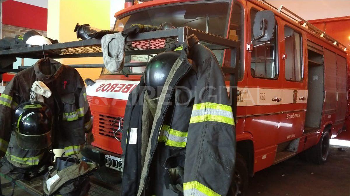 Con dos autobombas y dos camionetas, Bomberos Zapadores da respuesta a los incendios en el Gran Santa Fe