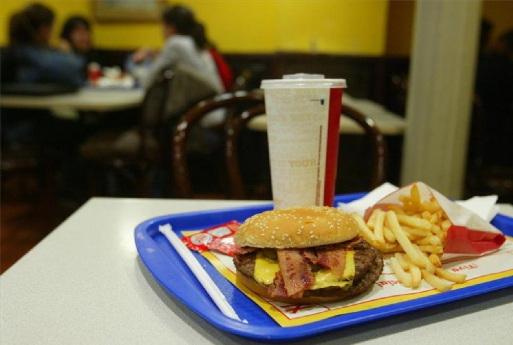 Mató de un tiro a un empleado de comida rápida porque tardó con la comida