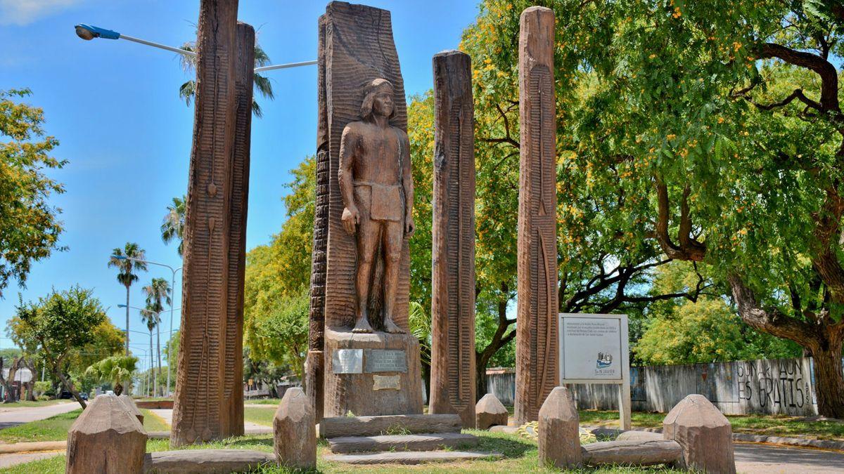 Monumento al Indio Mocoví en la ciudad de San Javier.