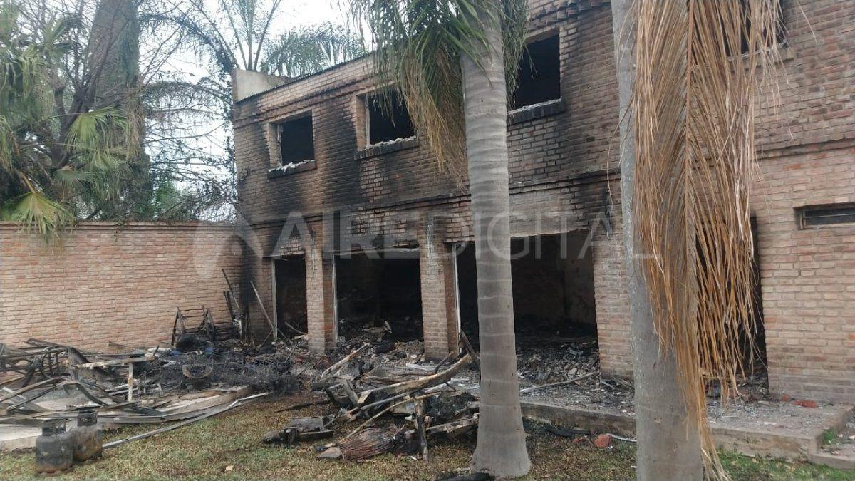 El día después del incendio en la vivienda de Santo Tomé.