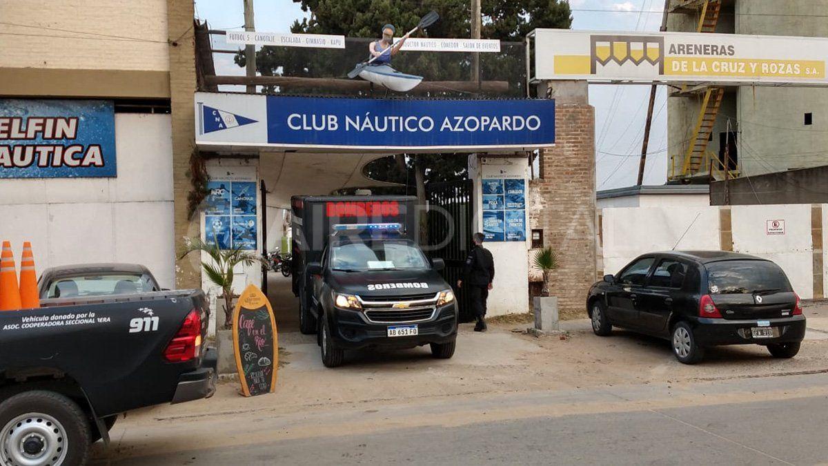 Cerca de las 16.30, un empleado del Club Azopardo dio aviso al 911 porque encontró el cuerpo sobre el río