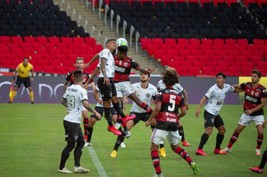 El Atlético Mineiro de Sampaoli le amargó el debut al español Torrent al mando del Flamengo por el Brasileirao.