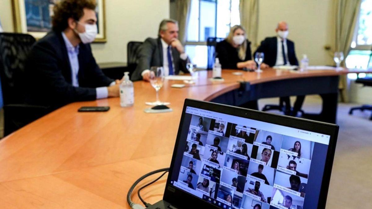 Alberto Fernándezencabezóun encuentro virtual con más de 90 integrantes del área joven de la UIA.