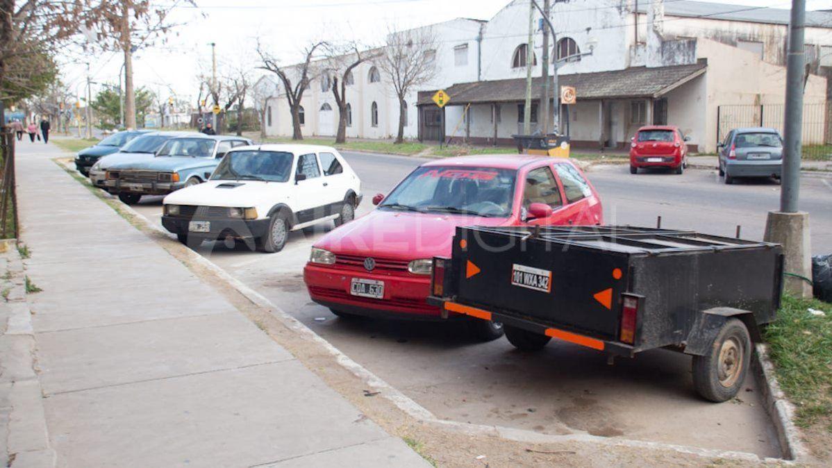 Vandalizaron y robaron autos en Las Flores II