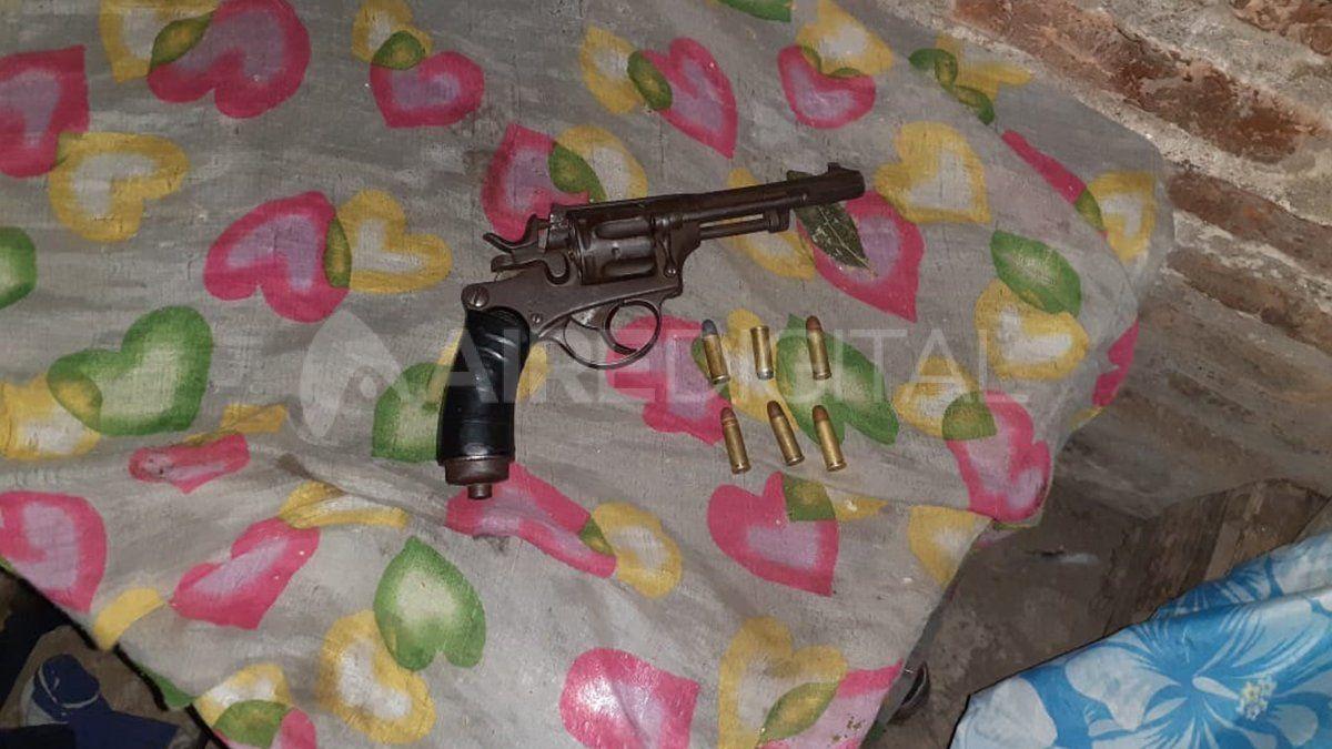 El revólver calibre 32, una de las armas secuestradas