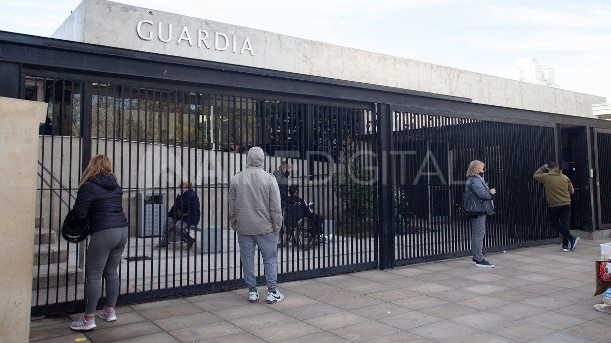 El joven baleado fue atendido en la guardia del Hospital José María Cullen de Santa Fe.