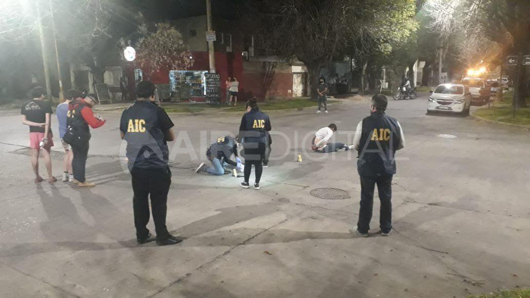 Ungrupo de delincuentesse enfrentó con la policía en la tarde del jueves enPiedras y Hernandarias