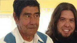 Por la falta de camas en los hospitales su padre murió en sus brazos