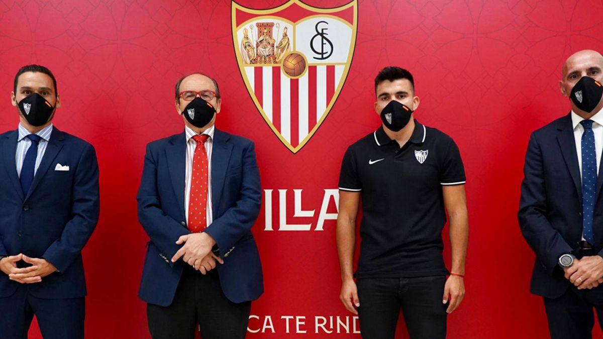 Huevo Acuña llegó al Sevilla a cambio de 10 millones de euros.