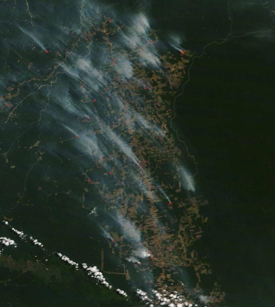 Imagen de los focos de incendio desde la Estación Espacial Internacional (NASA).