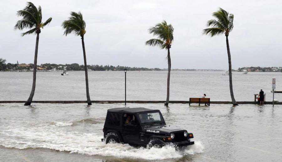 En Florida se preparan para un golpe devastador.