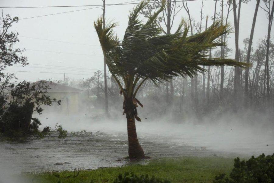 El peligroso ciclón llegó a Bahamas con vientos de hasta 350 kilómetros por hora.