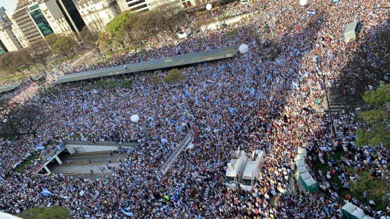 """Macri cerró las marchas del """"Sí se puede"""": """"El 27 es la elección real"""" y """"se da vuelta"""""""