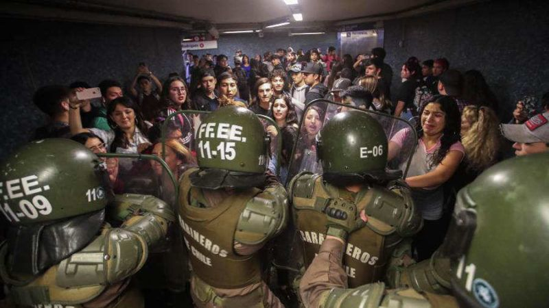 Manifestaciones en Santiago de Chile: murieron tres personas en un supermercado que se incendió en medio de un saqueo