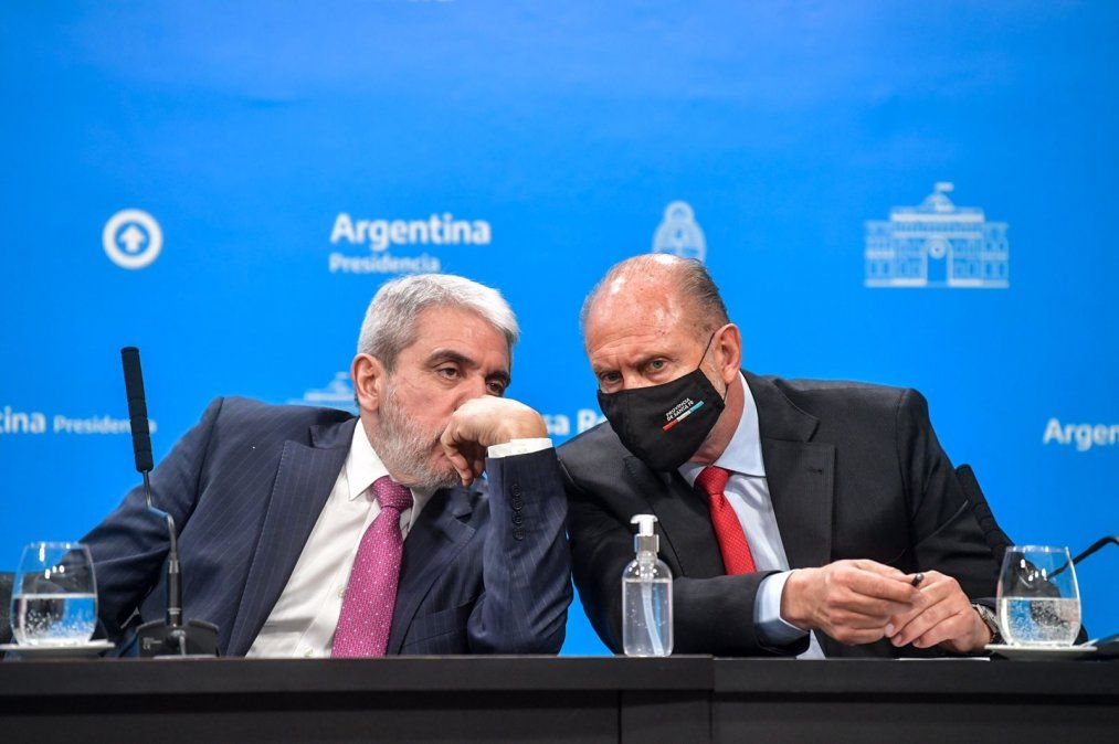 Aníbal Fernández y Omar Perotti presentarán a los gendarmes que llegaron a Santa Fe.