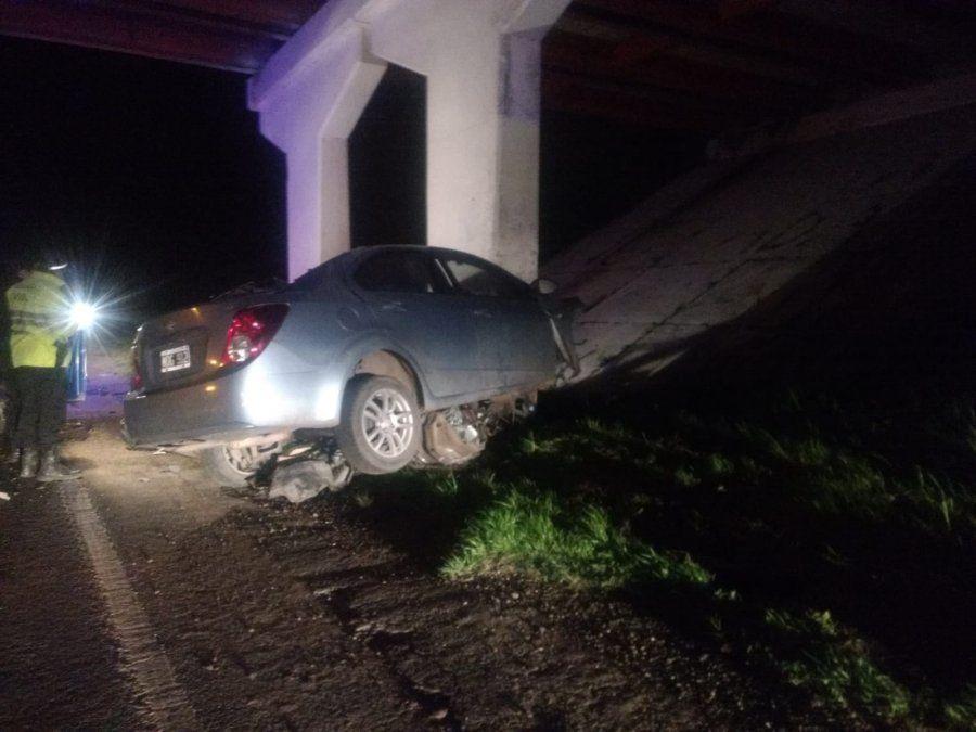 Accidente fatal en la autopista Santa Fe - Rosario: murió un hombre de 30 años tras chocar contra un puente