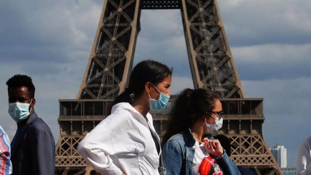 París entrará en estado de alerta máxima este lunes por los aumentos de casos de coronavirus.