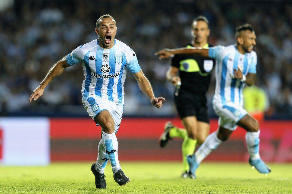 Racing derrotó a Independiente ¡con nueve jugadores!
