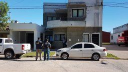 El concejal Ferraris denunció que hace días se encontraba trabajando en un camino vecinal de Colonia La Hosca cuando se acercó el imputado y les ordenó que se retiraran del lugar. Luego, regresó y reiteró su pedido, esta vez con tono amenazante con disparos de arma de fuego al aire y los amenazó con una pistola.