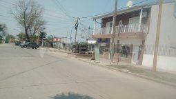 Cuatro delincuentes armados concretaron un cuantioso robo en un comercio del norte de la ciudad. Los delincuentes se llevaron pesos y dólares. Además, sustrajeron bebidas alcohólicas.