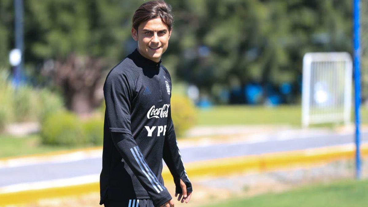 Paulo Dybala no progresó de su lesión y será baja de la Selección Argentina para enfrentar a Bolivia en La Paz.