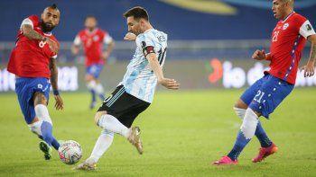 Argentina no aprovechó sus buenos momentos y empató 1-1 con Chile
