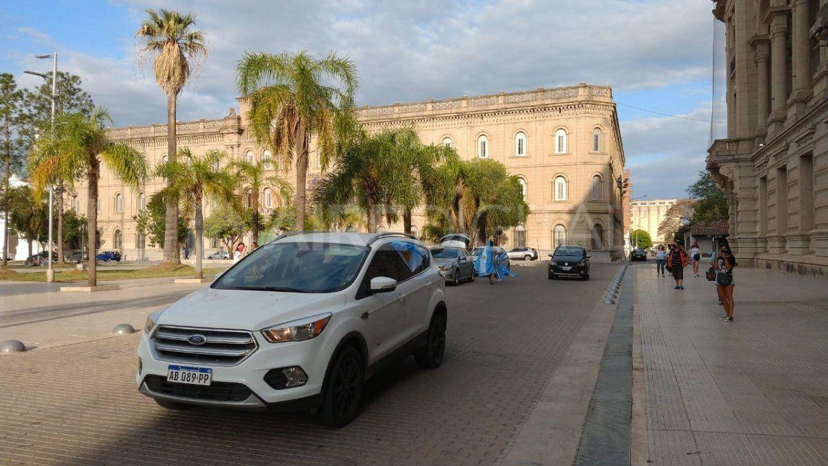 La caravana terminó su recorrido en la plaza 25 de Mayo de Santa Fe.
