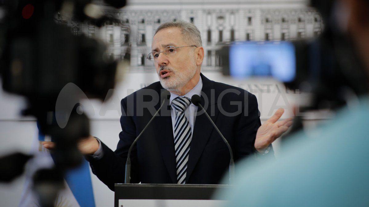 El ministro de Seguridad de Santa Fe, Marcelo Sain, fue el primero en hablar de posibles delitos financieros en la oficina de Oldani Turismo. Ahora, la Justicia federal investiga y hay diez personas imputadas.