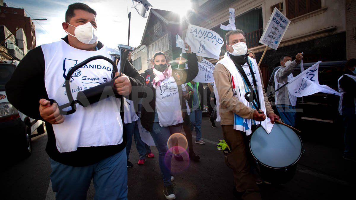 Unos 400 trabajadores de la salud privada se manifestaron este jueves en Santa Fe.