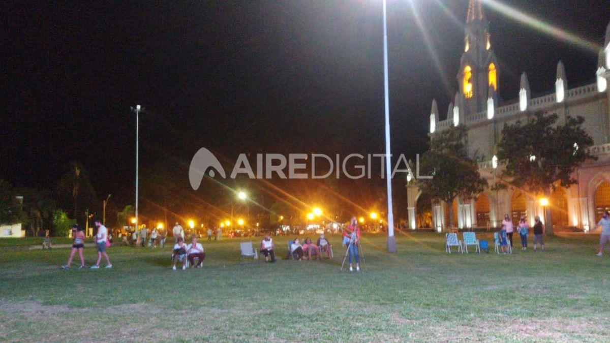 La proyección de las cintas comenzó minutos después de las 20.30 en la plaza Trucco.