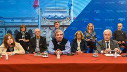 Junto al ministro de Salud, Carlos Parola y la ministra de Educación, Adriana Cantero, Rubén Michlig lanzaron la actualización del Plan de Vacunación.