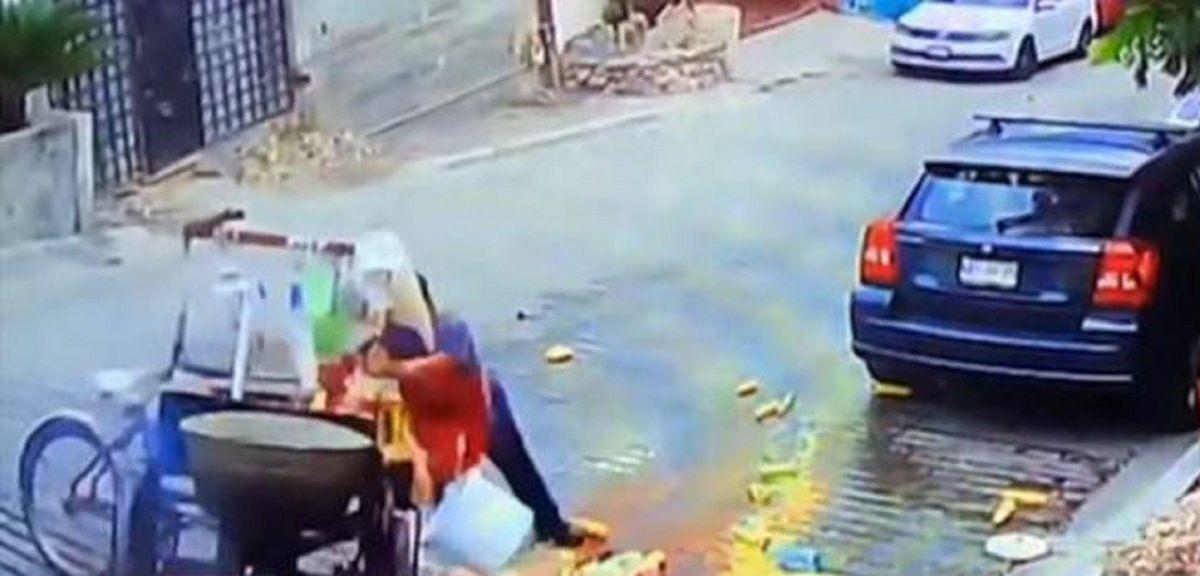 Un hombre mayor se quemó con agua hirviendo y los usuarios de las redes sociales lo ayudaron.